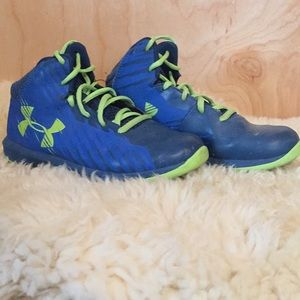 Under Armour Basketball Shoe (blue)